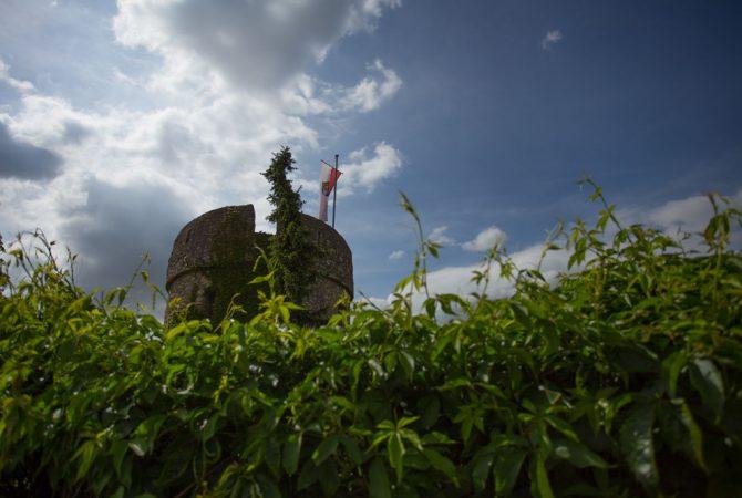 Turm der mittelalterlichen Fleckenmauer in Dalsheim.