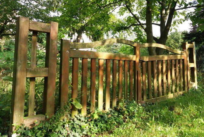 Gartentor in den Selzgärten bei Alzey.