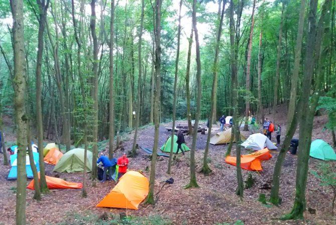 Einer der Trekkingplätze der Pfalz. Normalerweise dürfen hier nur 6 Zelte gleichzeitig stehen. Für diese Veranstaltung wurde eine Ausnahme gemacht.