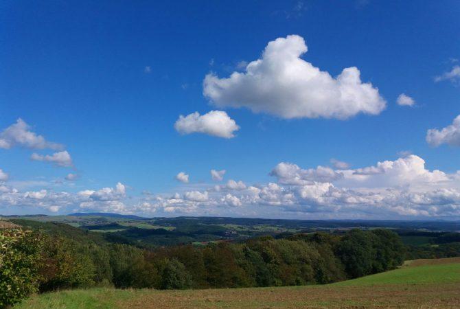 Blick von der Eulenbiser Höhe Richtung Donnersberg. Hier deutlich zu erkennen.