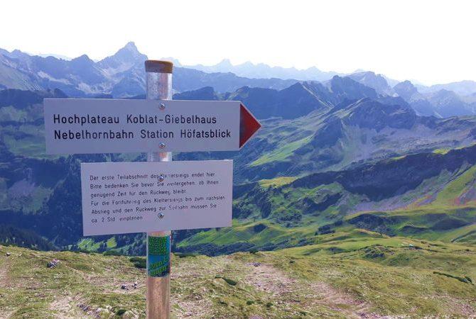 Hindelanger Klettersteig. Schild am 1. Notausstieg.