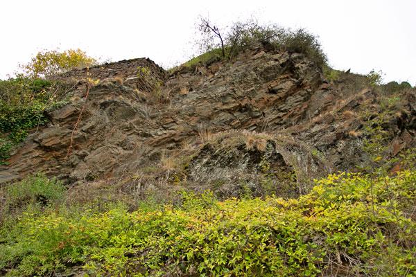 Typische Felsformation an der Untermosel.