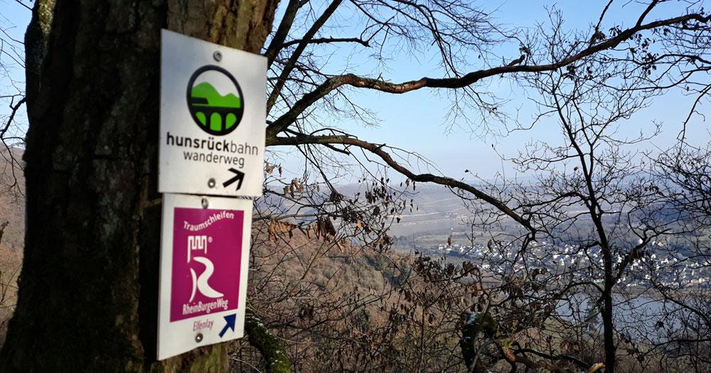 Wegmarken Hunsrückbahnwanderweg und Traumschleife Elfenlay