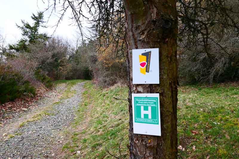 Wegmarken Soonwaldsteig und Hunsrückhöhenweg