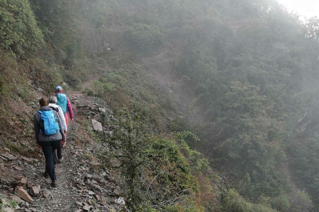 Gerölliger Steig im Calmont Klettersteig.
