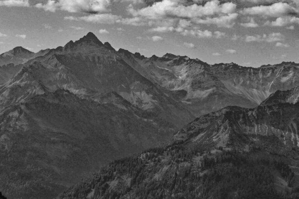 Blick vom Iseler Gipfel zum Hochvogel mit Prinz-Luitpold-Haus