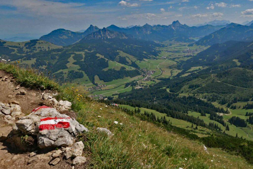 Blick von der Kühgundspitze ins Tannheimer Tal